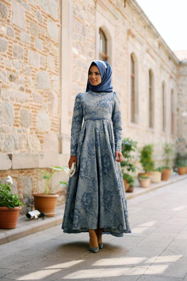 b5a9929fd6239 Tesettür Giyimde Nişan Elbise Modelleri