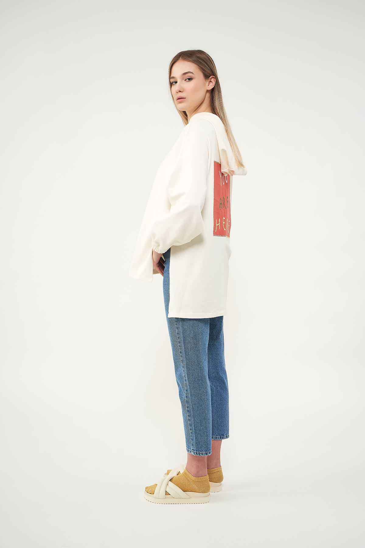 Mevra - Kapüşonlu Arkası Nakışlı Sweatshirt Kiremit
