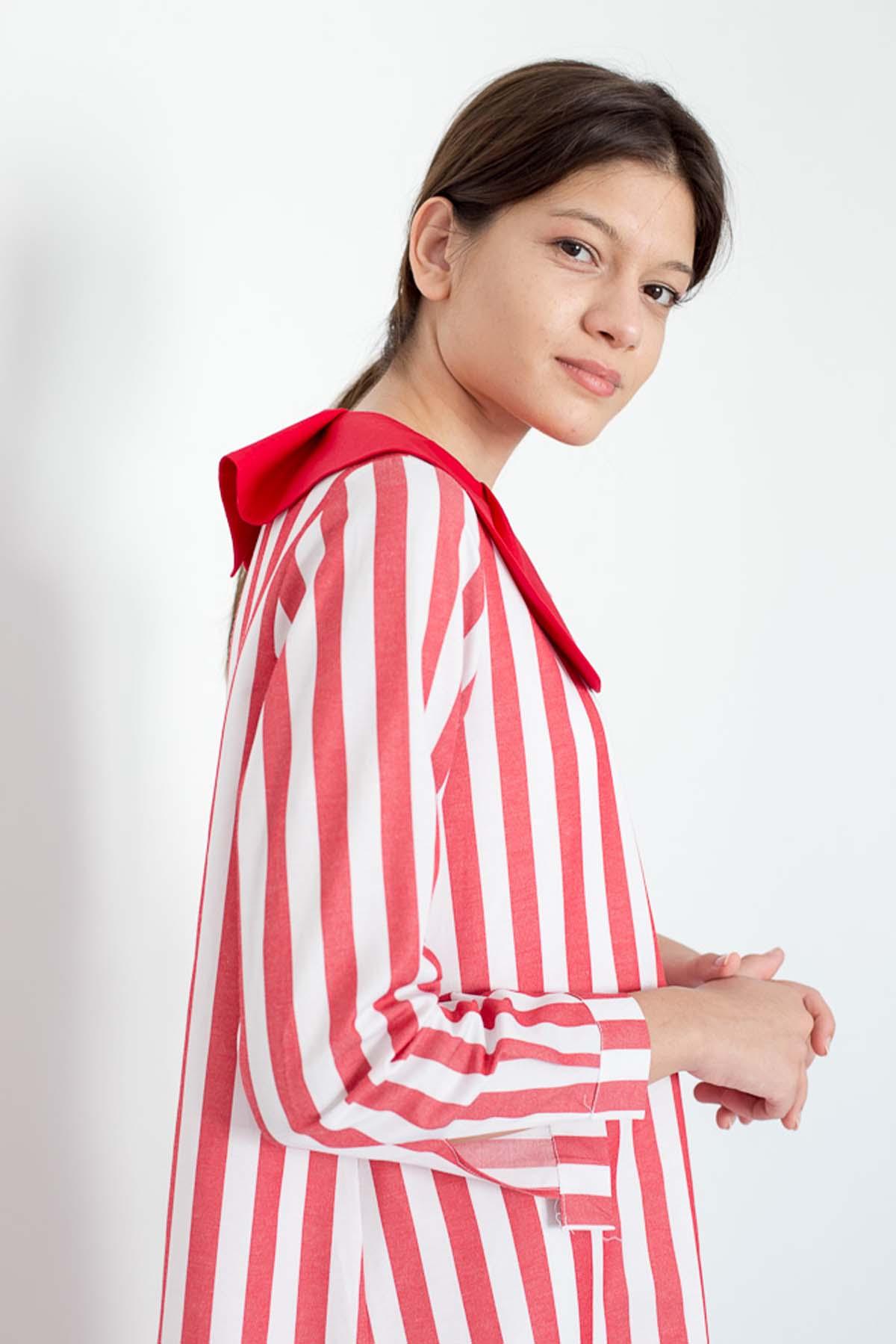 Mevra - Yaka Detay Kırmızı Çizgili Elbise