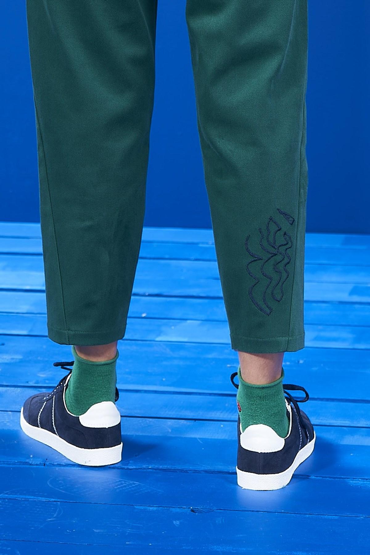 Mevra - Yeşil Beli Lastikli Nakışlı Pantolon